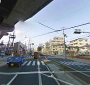 駅前の大通り風景