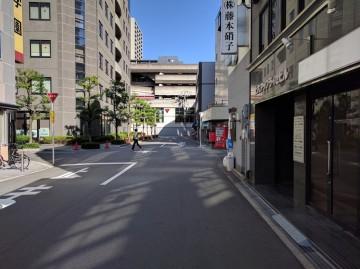アップライゼビル前面道路