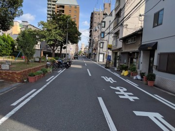 岡本ビル前面道路